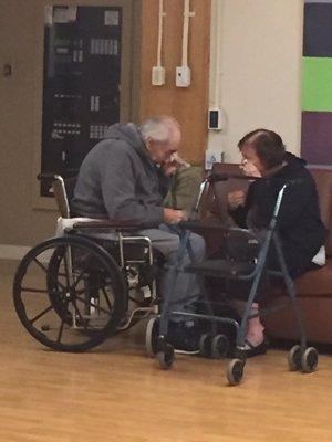 Dos ancianos obligados a separarse