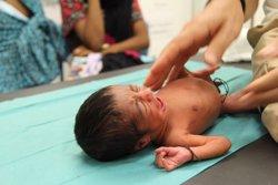 Dos bessons prematurs de 5 dies, entre els 6.500 refugiats rescatats a la Mediterrània (MSF)