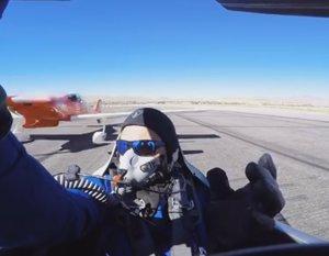 Piloto casi muere decapitado por el ala de un avión