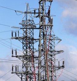 El Parlament insta a traslladar les línies elèctriques que travessen el nucli de Begues (EUROPA PRESS)