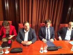 Puigdemont es reuneix amb els diputats de JxSí just abans de la qüestió de confiança (EUROPA PRESS)
