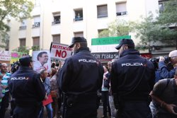 Militants socialistes increpen als crítics a la seva entrada en Ferraz (EUROPA PRESS)