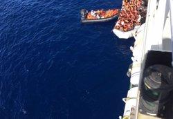 Quatre morts en un atac de 'guardacostes' libis contra un vaixell amb immigrants (MSF)