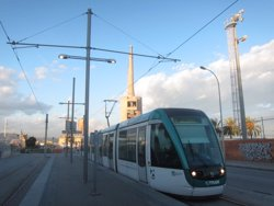 El Tram col·laborarà amb associacions gitanes per fomentar el civisme en les línies T5 i T6 (EUROPA PRESS)
