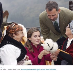 La Reina Letizia hace un guiño a su tierra en su despedida de Asturias