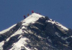 Mor als 77 anys la primera dona que va escalar l'Everest (KYODO KYODO / REUTERS)