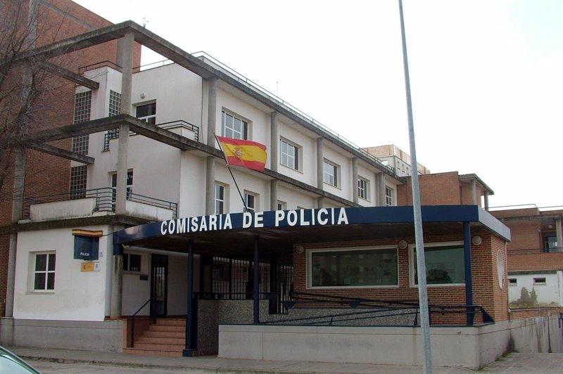 Las carencias en las comisar as mantienen colapsadas gran for Oficina trafico zaragoza