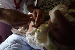 Sanidad retira dos lotes de la vacuna del meningococo C por un problema con el contenido de las jeringas (FLICKER/ DFAT PHOTO LIBRARYCC BY 2.0)