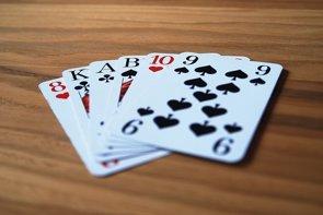 Recomiendan los juegos de naipes para las personas con deterioro cognitivo (PIXABAY)