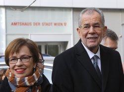 Van der Bellen lidera les primeres projeccions de resultats de les presidecials a Àustria (REUTERS/HEINZ-PETER BADER)