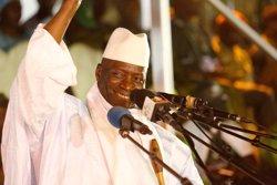 El president sortint de Gàmbia es retracta i rebutja la victòria del líder de l'oposició (THIERRY GOUEGNON/REUTERS)