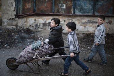 Els 28 debaten dilluns el postconflicte a Síria i incentius per a la pau al Pròxim Orient (AMER AL SHAMI / SAVE THE CHILDREN)