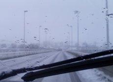 La neu manté tallats al trànsit diversos ports i carreteres a cinc comunitats (EUROPA PRESS)
