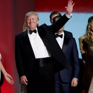 Los latinos entran en la Casa Blanca por los armarios de Melania e Ivanka Trump