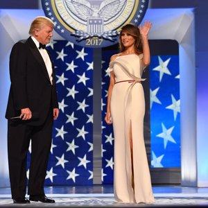 Melania Trump diseña su propio vestido para su primer baile como primera dama