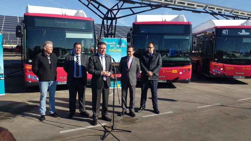 Tussam pone en servicio 15 autobuses propulsados por gas for Oficina de gas natural en sevilla