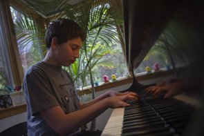 Síndrome de Asperger: prefieren estar solos pero no rehuyen del contacto (SHANNON STAPLETON / REUTERS)