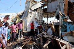 Somàlia.- Augmenten a 39 els morts per l'explosió d'un camió bomba en un mercat de Mogadiscio ( FEISAL OMAR / REUTERS)