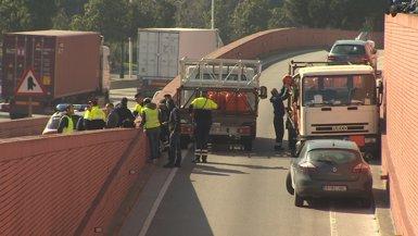 Presó per al detingut que va robar un camió de butà i va conduir temeràriament per Barcelona (EUROPAPRESS)
