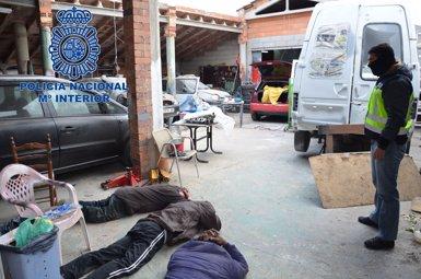 Detenen cinc narcotraficants que produïen cocaïna en una nau industrial de Tarragona (POLICÍA NACIONAL)