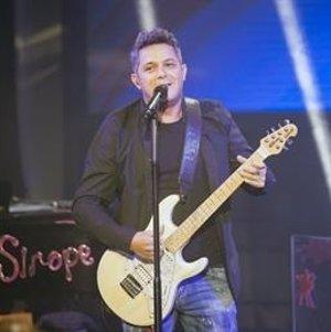 """Alejandro Sanz invita a una joven sorda a """"cantar"""" en su gran concierto"""