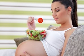 Niveles altos de ácido fólico en el embarazo pueden disminuir la presión arterial elevada en los niños (ISTOCK)