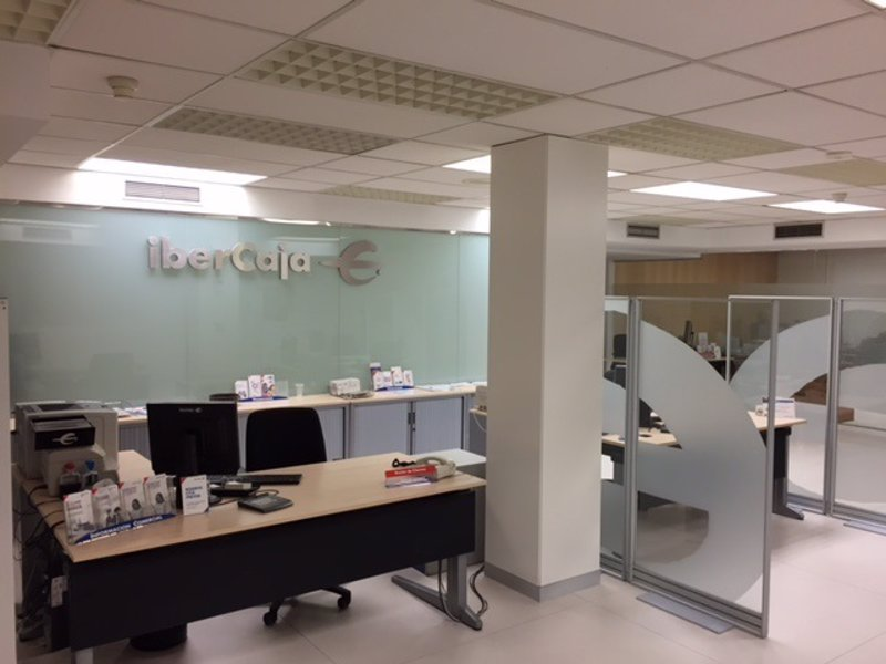 Ibercaja implanta en teruel su modelo de oficina de for Oficinas de ibercaja en barcelona