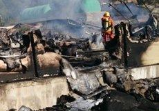 Moren 9.000 porcs calcinats en l'incendi de la granja de Venta del Moro (València) (CONSORCIO DE BOMBEROS)