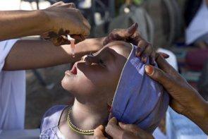Campaña de vacunación masiva en África contra la polio (OMS/HARANDANE DICKO)