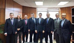 La cúpula de la OMC explica a Núñez Feijóo sus preocupaciones por el futuro del SNS (OMC)