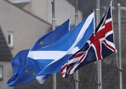 El Parlament escocès dona suport a Sturgeon en el seu pla de celebrar un segon referèndum (RUSSELL CHEYNE/REUTERS)