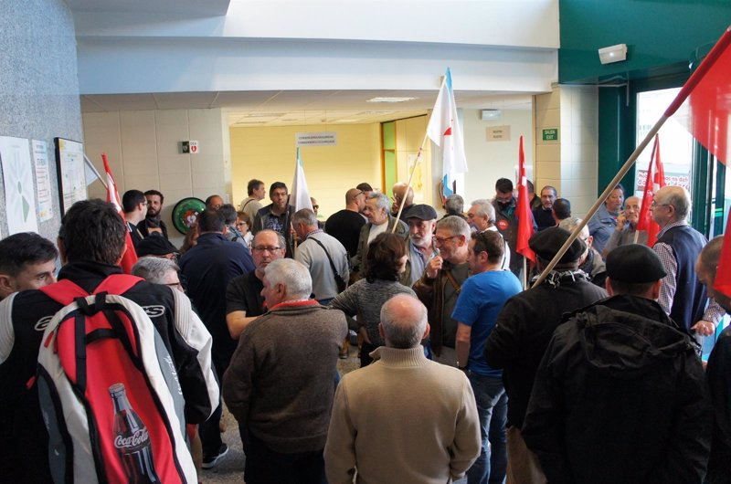Pensionistas ocupan las oficinas de la seguridad social en for Oficinas seguridad social bizkaia