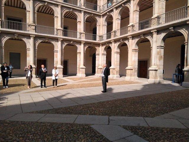 Los Reyes Felipe y Leticia con Eduardo Mendoza/Europa Press Reportajes