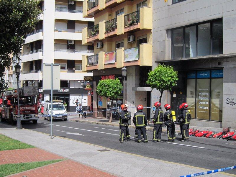 Desalojado un edificio de oficinas en huelva por un for Unicaja barcelona oficinas