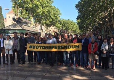El Pacte pel Referèndum aconsegueix els 5.000 voluntaris en la vespra de Sant Jordi (EUROPA PRESS)