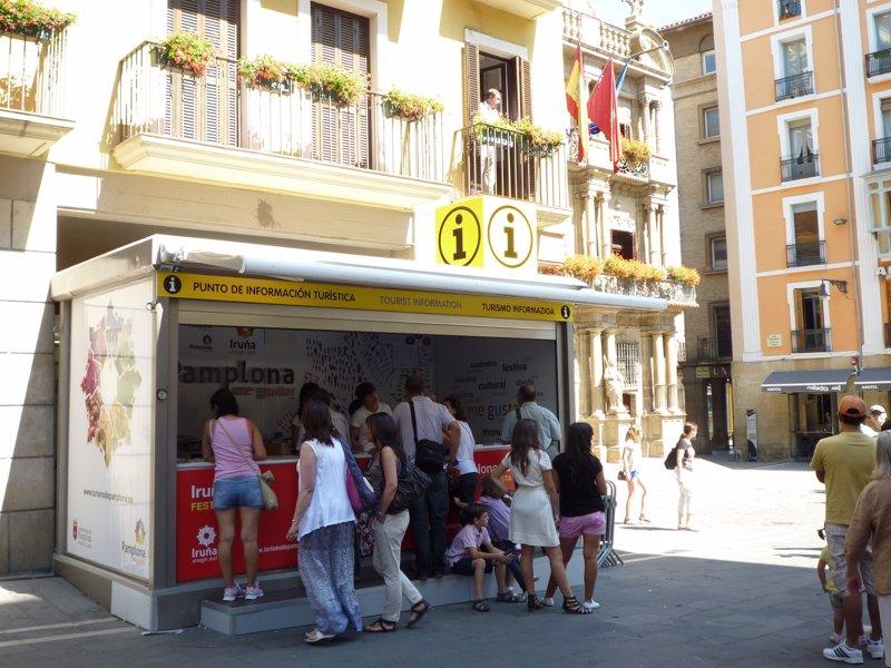 La oficina de turismo de pamplona atiende del 8 al 23 de for Oficinas unicaja cordoba
